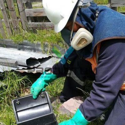 personal realizando desratización en planta de alimentos
